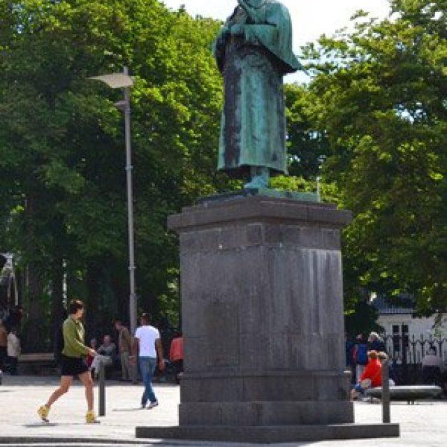 Alexander Kielland statue