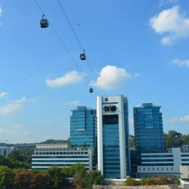 Sentosa's cable car